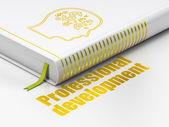 Le concept de l'éducation : le symbole de tête de livre avec les finances, développement professionnel sur fond blanc — Photo
