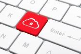 Concetto di tecnologia cloud: nuvola con lucchetto su sfondo tastiera computer — Foto Stock