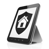 Safety concept: Shield on tablet pc computer — Stockfoto