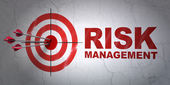 Business concept: target and Risk Management on wall background — Stockfoto