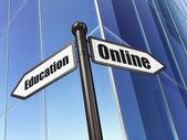 Eğitim kavramı: oturum arka bina üzerinde online eğitim — Stok fotoğraf
