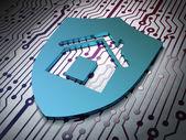 Concept de protection : Bouclier sur fond de carte de circuit imprimé — Photo