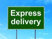 Conceito de negócio: entrega expressa em fundo de sinal de estrada — Fotografia Stock