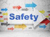 Bezpečnostní koncepce: šipka s bezpečností na grunge stěna pozadí — Stock fotografie