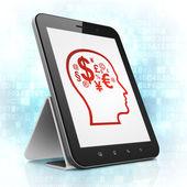 Werbekonzept: Kopf mit Finanzen Symbol auf Tablet-Pc — Stockfoto