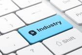 Bedrijfsconcept: hoofd met hangslot en industrie op computer toetsenbord achtergrond — Stockfoto
