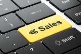 Concept publicitaire : calculatrice et ventes sur ordinateur clavier fond — Photo