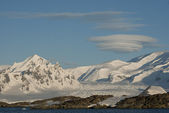Antarctic mountains on a bright sunny day. — Stok fotoğraf