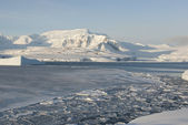 Antarctic coast winter day. — Stockfoto