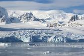 Ledovce na pobřeží západní antarktidy poloostrova s — Stock fotografie