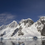 Mountain range on the island near the Antarctic Peninsula sunny — Stock Photo #50099695