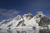 Mountain range on the island near the Antarctic Peninsula sunny  — Stock Photo