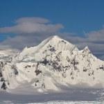 Shackleton Mountain in the mountain range on the Antarctic Penin — Stock Photo #51517753
