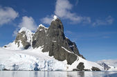 Several peaks in the Antarctic island in a sunny day — Stock Photo