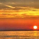 Beautiful sunset over the ocean — Stock Photo