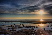 Beau coucher de soleil sur une plage — Photo