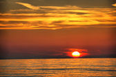 Schönen sonnenuntergang über dem meer — Stockfoto