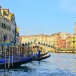 Venice Grand canal with gondolas and Rialto Bridge, Italy — Stock Photo #13250394
