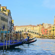 Venice Grand canal with gondolas and Rialto Bridge, Italy — Stockfoto #13250394