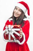 Sombrero de santa claus con caja de regalo de navidad roja — Foto de Stock