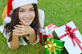 Santa claus hat with red christmas gift box — Stockfoto