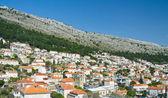 Die traditionelle mediterrane Häuser mit roten Ziegeldächern. Dubro — Stockfoto
