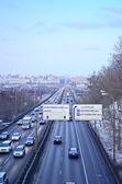 Strada urbana con le automobili. vista dall'alto — Foto Stock