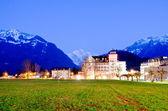 查看对酒店和山在因特拉肯 — 图库照片
