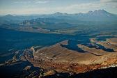 Uitzicht vanaf de kant van een vulkaan — Stockfoto