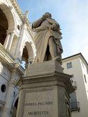 Statue of Andrea Palladio in Vicenza, Italy — ストック写真