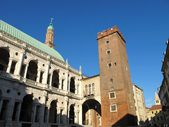 Palladian Basilica and medieval tower in Vicenza, Italy — Stock Photo