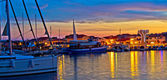 Town of Vodice harbor and monument — Stock Photo
