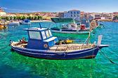 рыбацкая лодка на бирюзовое море — Стоковое фото