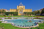 Colorful Zagreb park fountain scene  — Stock Photo