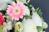 Flowers bouquet arrange for decoration in home — Stock Photo