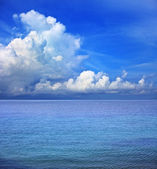 Blue sky white clouds and sea water use as natural bakcground — Stock Photo