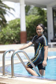 Ten years old girl playing in swimming pool — Stock Photo