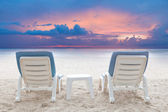 Couples of chairs beach on white sand with dusky sky background — Stock Photo