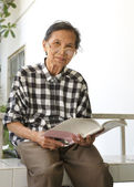 Senior woman 70s years old reading book — Stock Photo