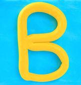 Gele klei alfabet letter b — Stockfoto