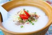 陶瓷碗稀饭 — 图库照片