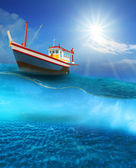 Fishery boat floating on blue sea wave with sun shining on blue sky — Zdjęcie stockowe