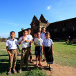 Champasak Laos - Nov21 - group of unidentified boy and girl Laos student standing in front of Prasat Wat Phu important of Laos world heritage site in southern of Laos on Nov21, 2013 in Champasak Laos — Stock fotografie