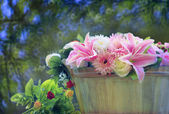 Beautiful flowers bouquet arranged in wood bucket with copy space and blur background use as multipurpose backdrop and beautiful nature scene — Stock Photo