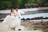 Groom and bride in wedding siut take a photo on location — Stock Photo