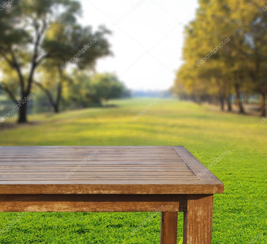 Empty free space top wood table on green grass field - Mesas de campo ...