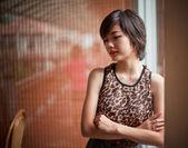 Retrato de uma jovem mulher asiática atraente — Fotografia Stock