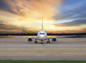 Passenger jet plane parking on airport runways use for business — Stock Photo