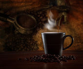 Hot coffee blending roast on wood table — Stock Photo