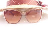 Elegant women's hat and sunglasses — Stock Photo